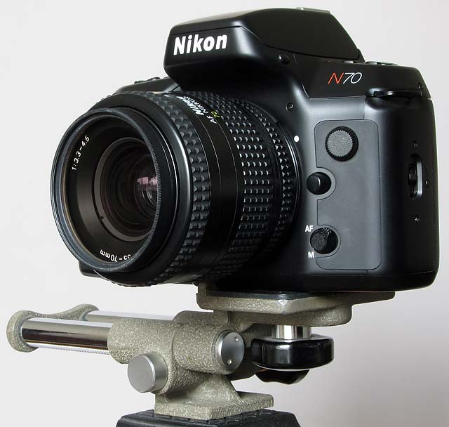Nikon camera on macro focusing rail for 3D stereo photography