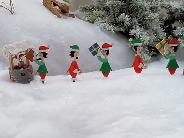 Mechanical elves Christmas display